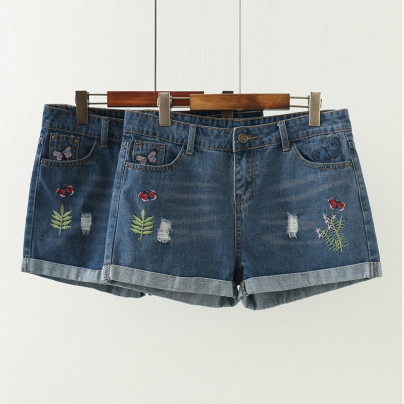 Embroidered denim shorts with raw hem